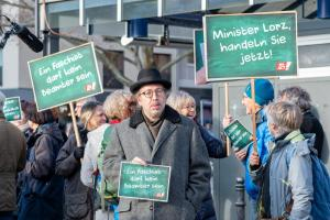 2019-12-12 Uebergabe-Hoecke-Petition-Wiesbaden by Philip-Eichler@Campact 001