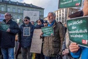 2019-12-12 Uebergabe-Hoecke-Petition-Wiesbaden by Philip-Eichler@Campact 008