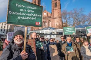 2019-12-12 Uebergabe-Hoecke-Petition-Wiesbaden by Philip-Eichler@Campact 009