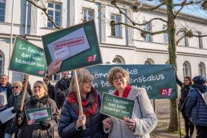 2019-12-12 Uebergabe-Hoecke-Petition-Wiesbaden by Philip-Eichler@Campact 014